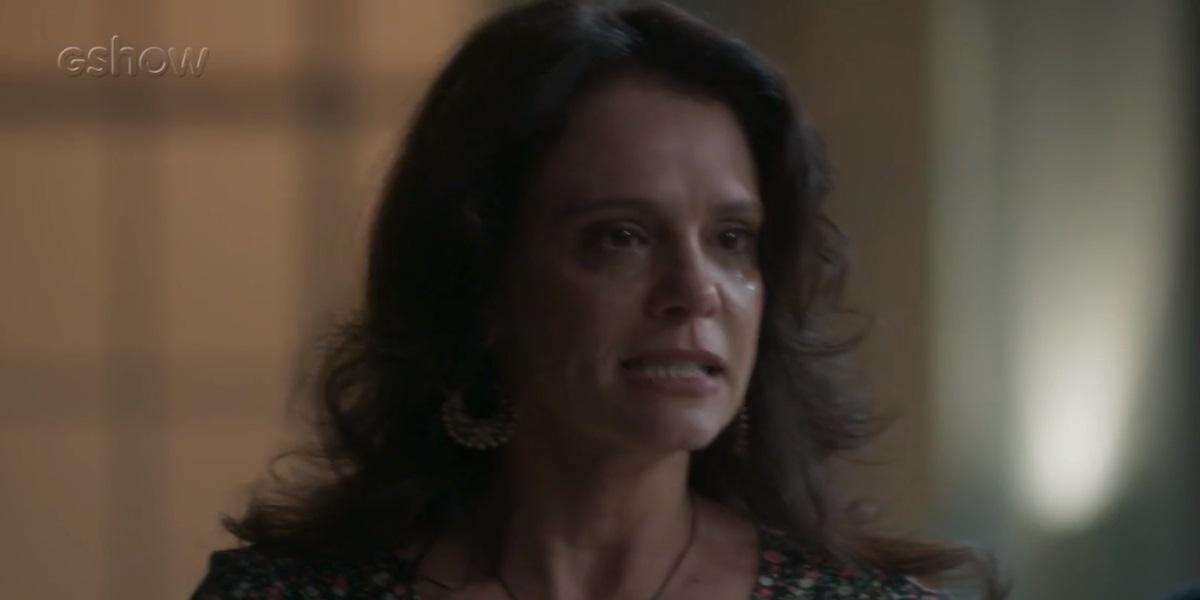 Elizângela chora em cena de Totalmente Demais