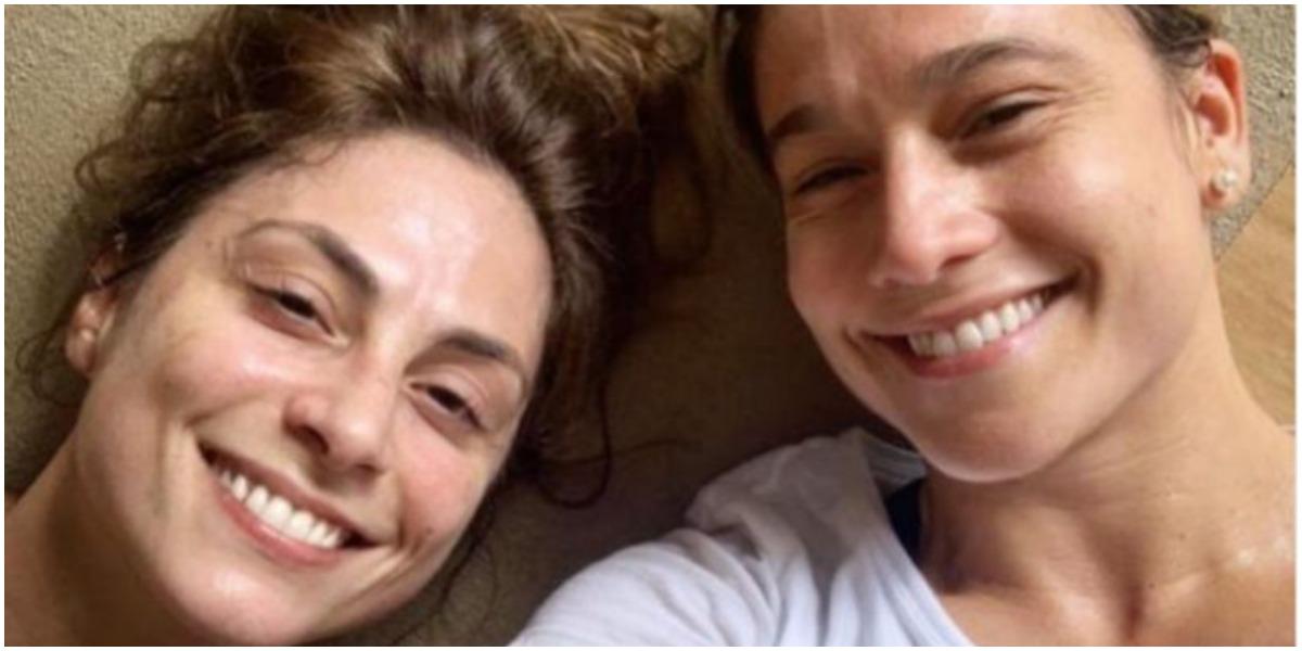 Fernanda Gentil surgiu ao lado da esposa, Priscila Montandon, e se declarou (Foto: Reprodução)