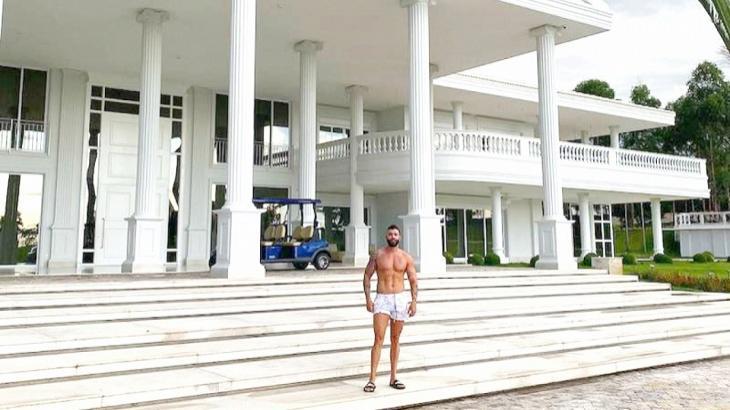 Gusttavo Lima deixa mansão luxuosa