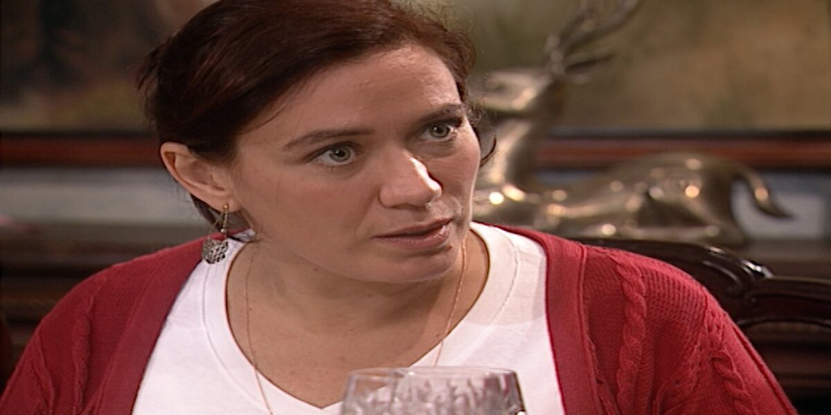 Ingrid com expressão surpresa em cena da novela Laços de Família