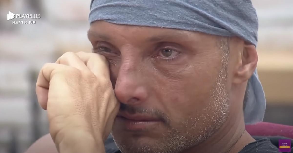 Juliano Ceglia chora e diz que vai sair de A Fazenda (Foto: Reprodução)