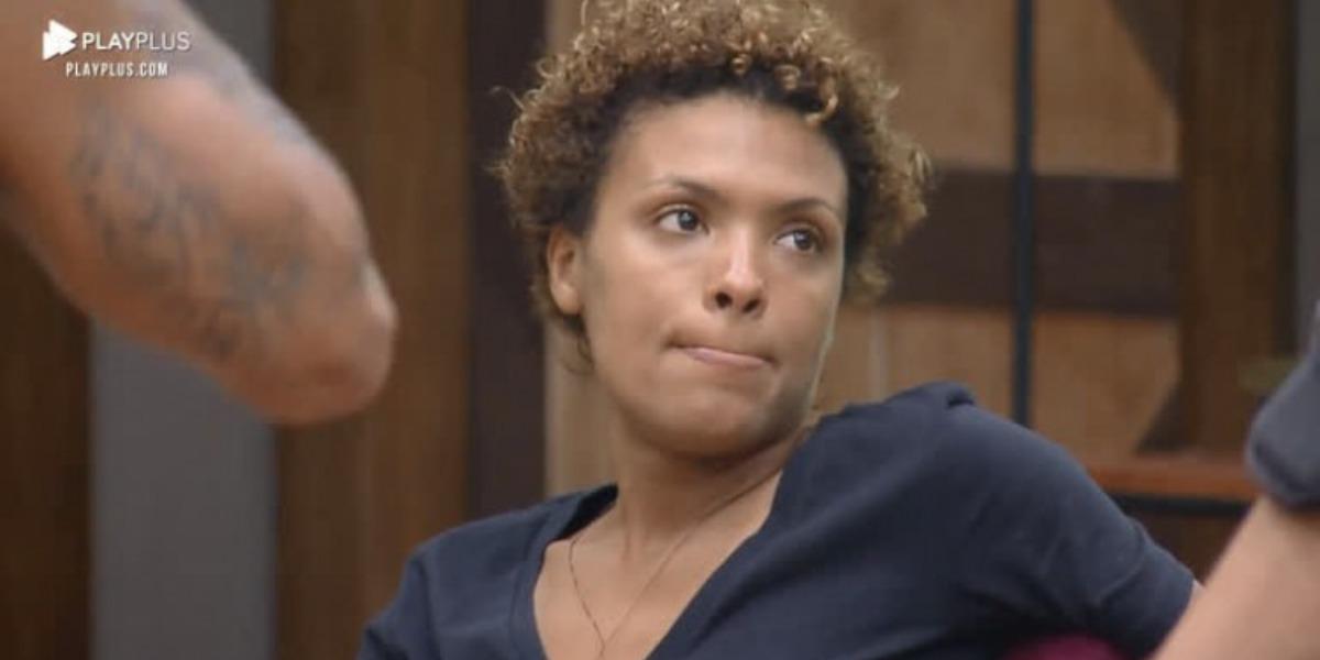 Lidi Lisboa deu uma surtada após exagerar na bebida em A Fazenda 12 (Foto: Reprodução)