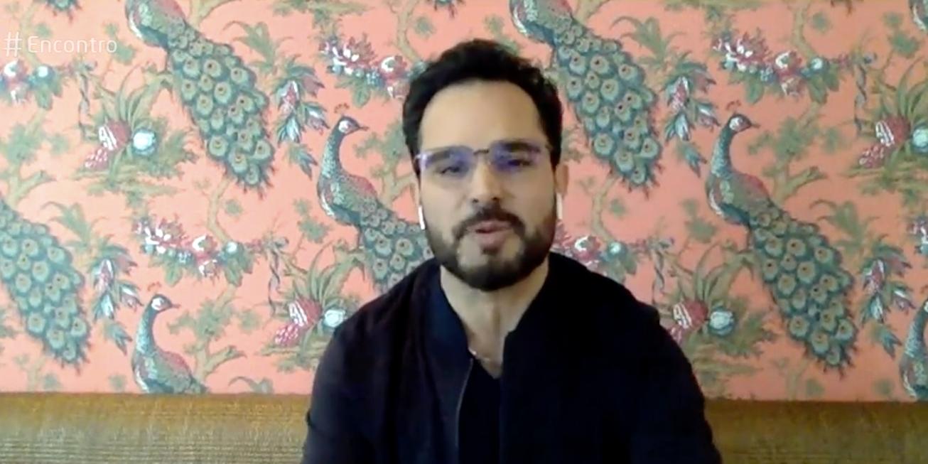 Luciano Camargo entrou ao vivo no 'Encontro' (Foto: reprodução/Globo)