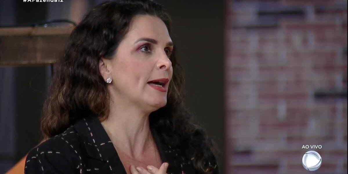 Luiza Ambiel pune por Biel em A Fazenda 12 (Foto: Reprodução)