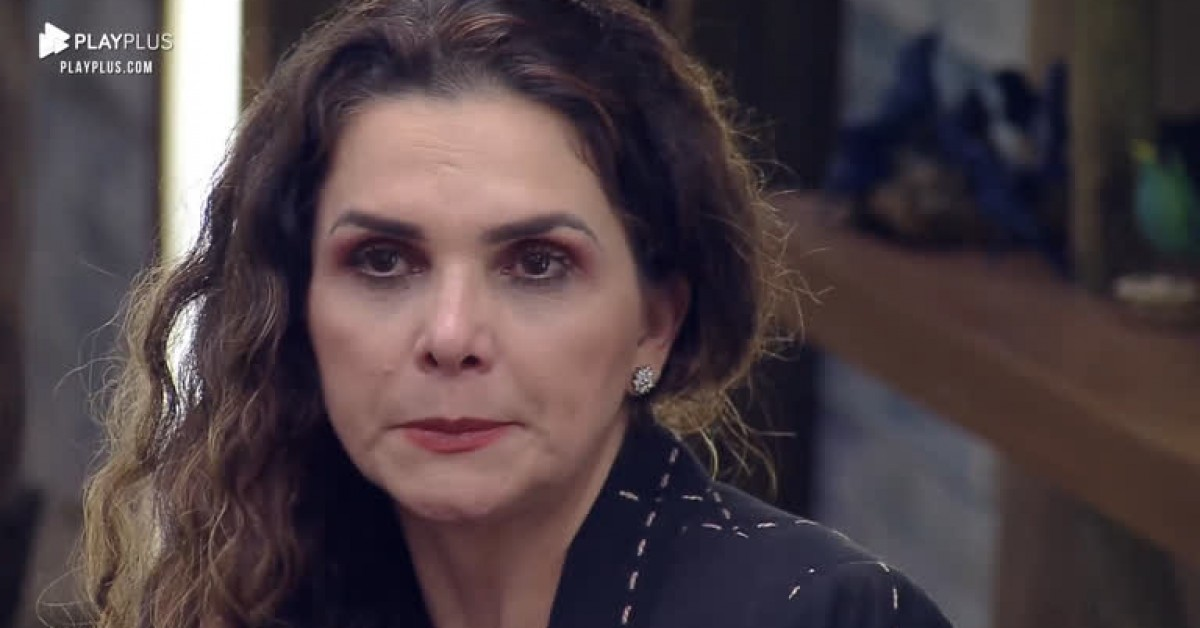 Luiza Ambiel é atacada em A Fazenda 12 (Foto: Reprodução)