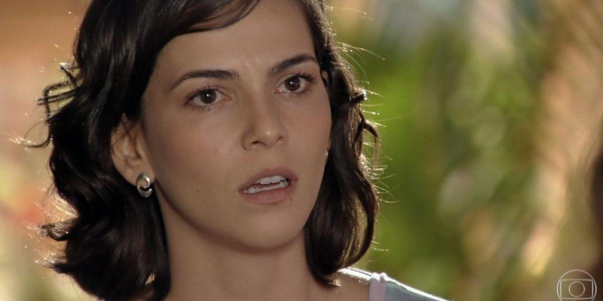 Mila chocada em cena da novela Flor do Caribe