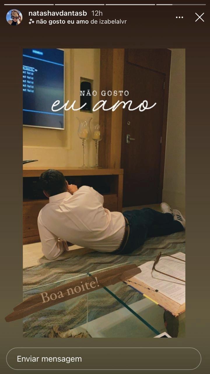 Natasha Dantas expôs um momento de intimidade de William Bonner em sua casa (Foto: reprodução/Instagram)