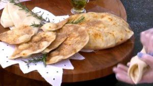 Ana Maria Braga prepara pão sírio de micro-ondas no Mais Você de hoje (Foto: Reprodução)