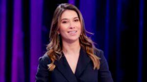 """Rebeca Abravanel, esposa de Pato, é apresentadora do """"Roda a Roda Jequiti"""" (Foto: Reprodução/SBT)"""