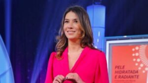 """Rebeca Abravanel é apresentadora do """"Roda a Roda Jequiti"""" (Foto: Reprodução/SBT)"""