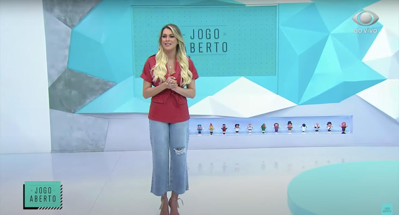 Renata Fan apareceu com uma calça rasgada no 'Jogo Aberto' (Foto: reprodução/Band)