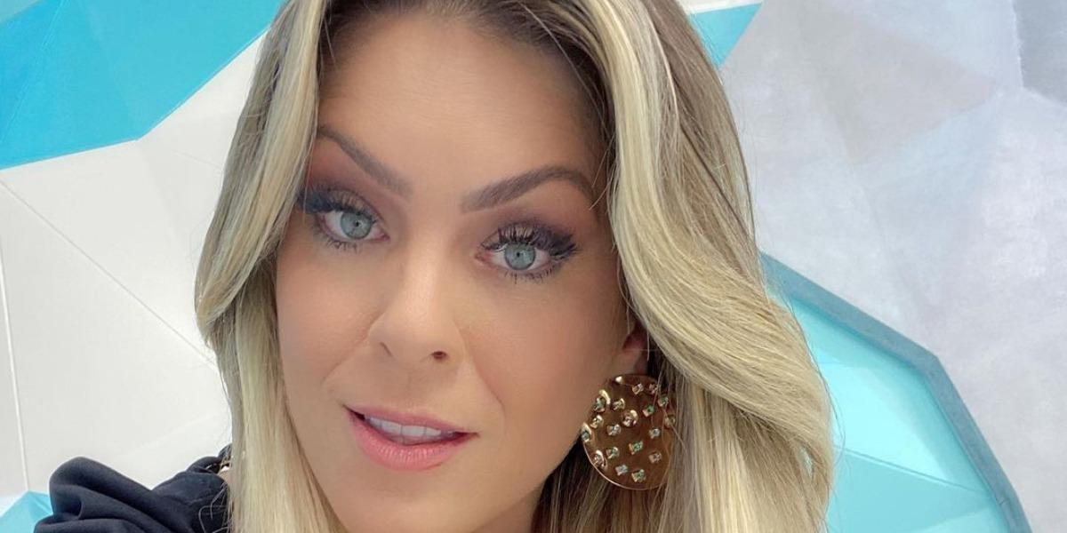 """Renata Fan surpreendeu os fãs nos bastidores do """"Jogo Aberto"""" (Foto: Reprodução/Band)"""