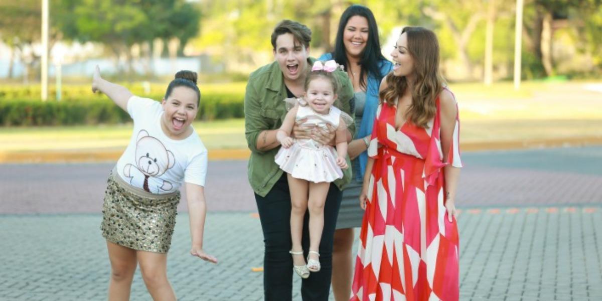 Solange Almeida e a sua família (Foto: Reprodução)
