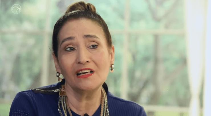 """Sonia Abrão apresenta o programa """"A Tarde é Sua"""", na RedeTV! (Foto: Reprodução/Uol)"""