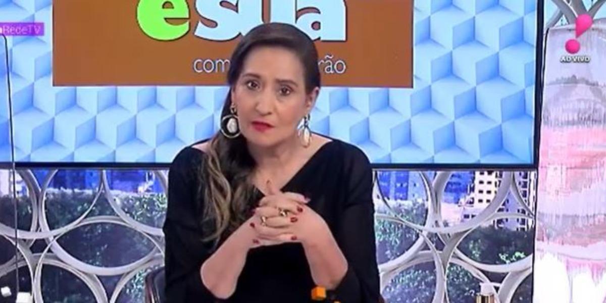 Sonia Abrão noticiou o fim do namoro de Monique Evans por causa de Bárbara Evans (Foto: Reprodução/RedeTV!)