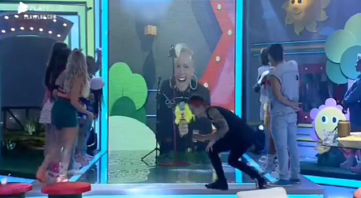Xuxa Meneghel apareceu no reality show da Record TV (Foto: Reprodução)