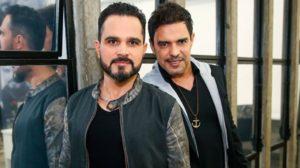 Zezé Di Camargo e Luciano aparecem na campanha eleitoral de Wellington Camargo (Foto: Divulgação)