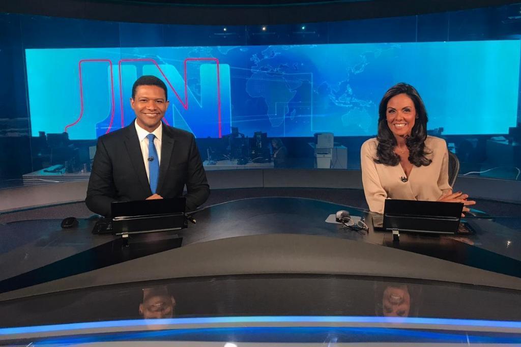 Cristina Ranzolin comandou o JN e foi recebida por Bonner e sua esposa Natasha Dantas (Foto reprodução)