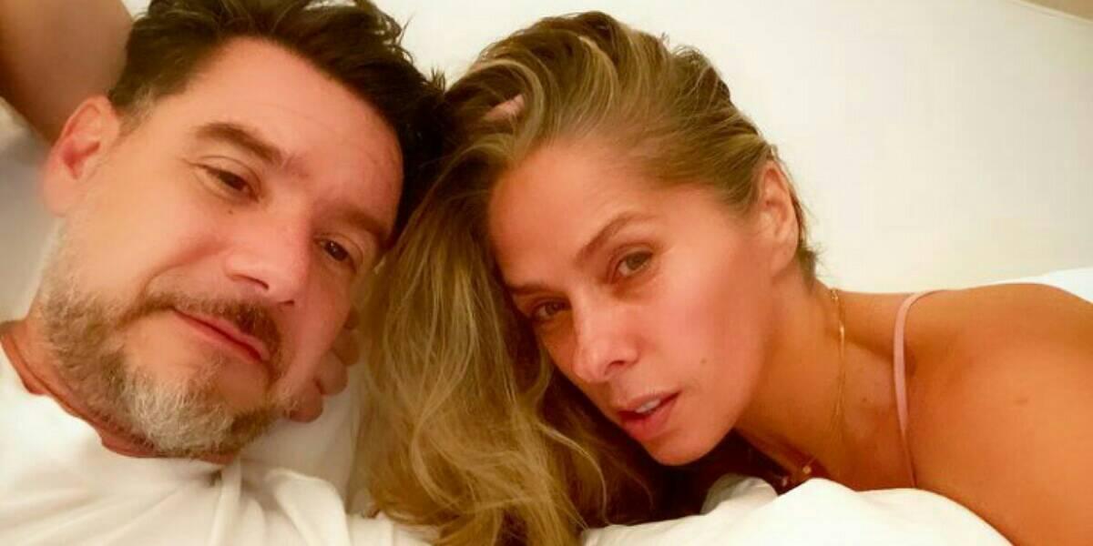 Adriane Galisteu mostra intimidade com o marido (Foto: Reprodução/ Instagram)