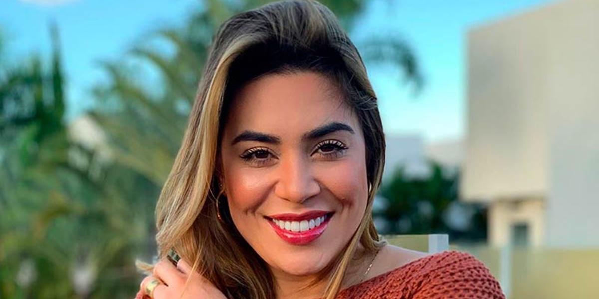 Naiara Azevedo surgiu com rosto inchado após viagem (Foto: Reprodução)