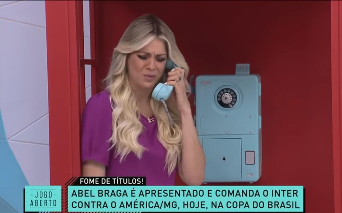 Renata Fan faz ligação no Jogo Aberto( Foto: Reprodução)