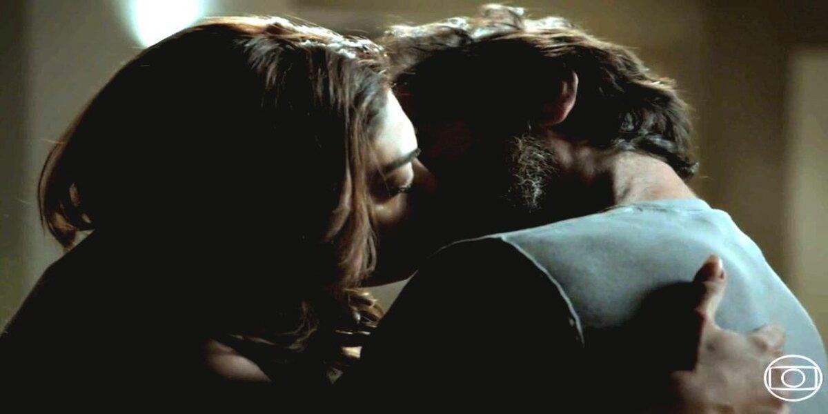 bibi e caio em um beijo na novela A Força do Querer