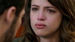 Camila com cara de choro em Haja Coração