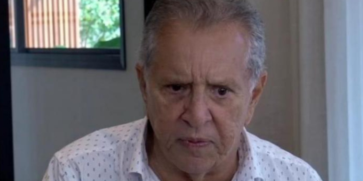 """Carlos Alberto de Nóbrega é titular do """"A Praça é Nossa"""", do SBT (Foto: Reprodução/YouTube)"""