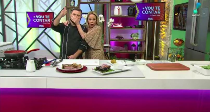 Claudete Troiano tampou a boca de um cozinheiro (Foto: Reprodução/RedeTV!)