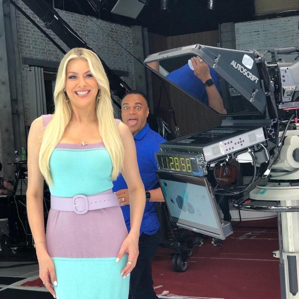 Denílson e Renata Fan flagrados nos bastidores (Foto: Reprodução)