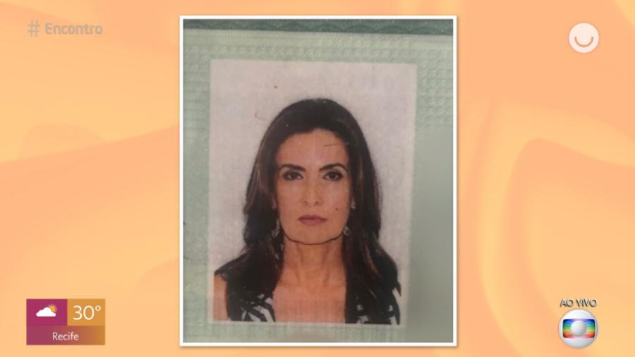 """Jornalista  mostrou foto de seu RG durante programa """"Encontro"""" (Foto: Reprodução)"""