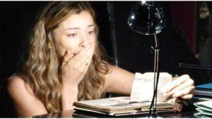 Ester acha tesouro em cena de Flor do Caribe - Foto: Reprodução