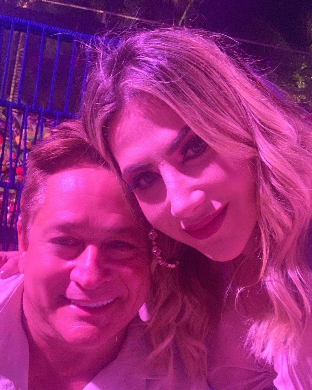 Jéssica Costa posou com Leonardo no chá revelação de Zé Felipe (Foto: Reprodução/Instagram)