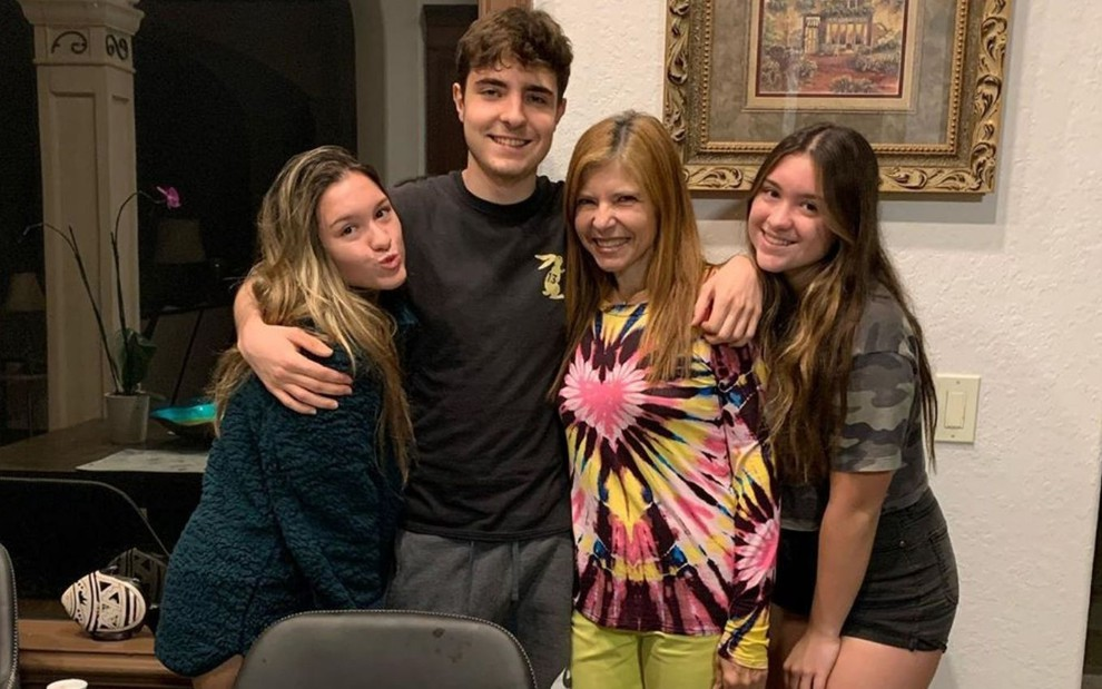 João Liberato, filho de Gugu comemorou seu aniversário ao lado da família