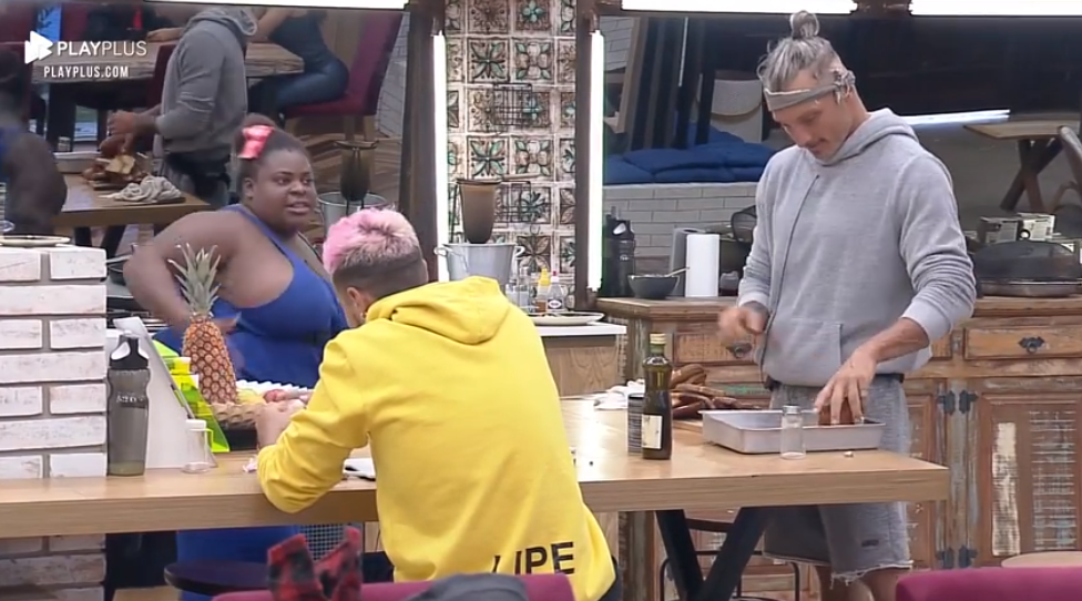 Jojo e Lipe na cozinha hoje (02) (Foto: Reprodução)