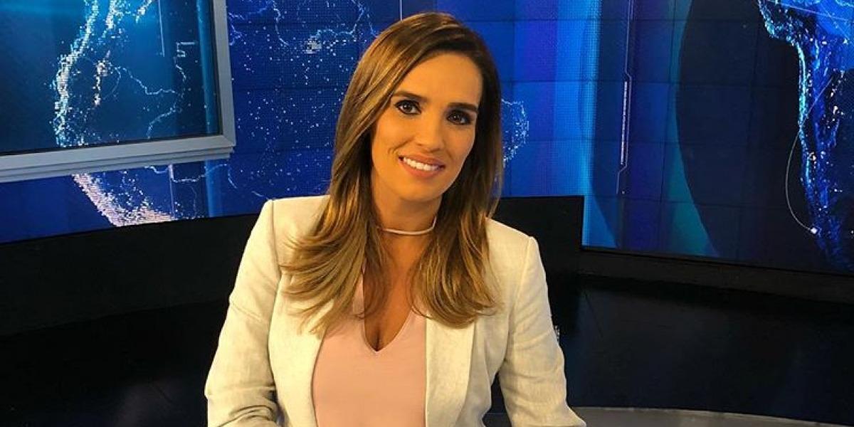 """Karyn Bravo é apresentadora do """"Jornal da Cultura"""" (Foto: Reprodução)"""