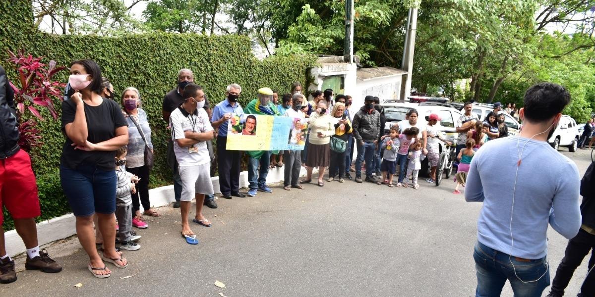 Fãs deram o último adeus ao intérprete do Louro José (Foto: Leo Franco/AgNews)