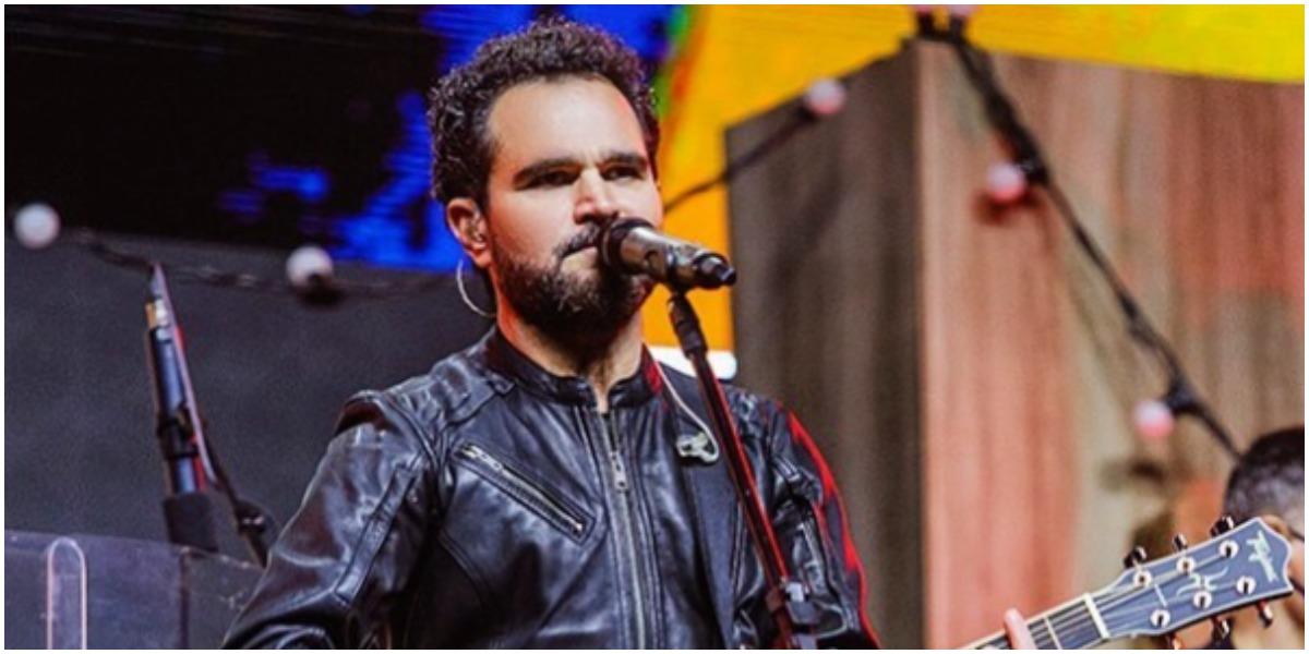 Luciano Camargo está fazendo sua primeira apresentação solo na TV (Foto: Reprodução)