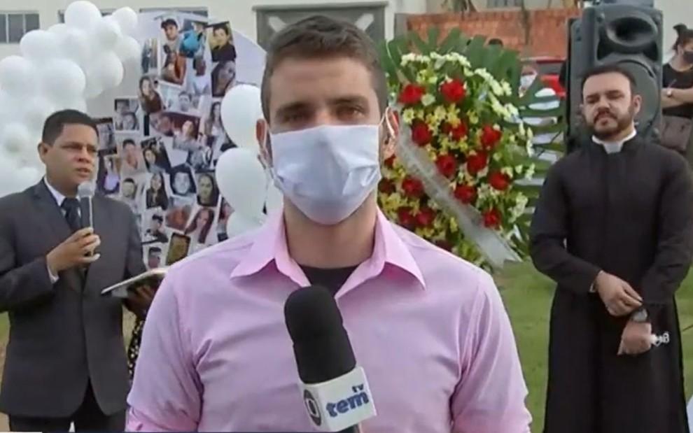 Repórter chora ao vivo (Reprodução)