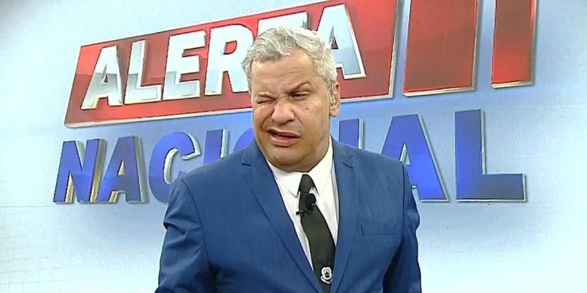 """Sikêra Jr do """"Alerta Nacional"""" (Foto: Reprodução/RedeTV!)"""