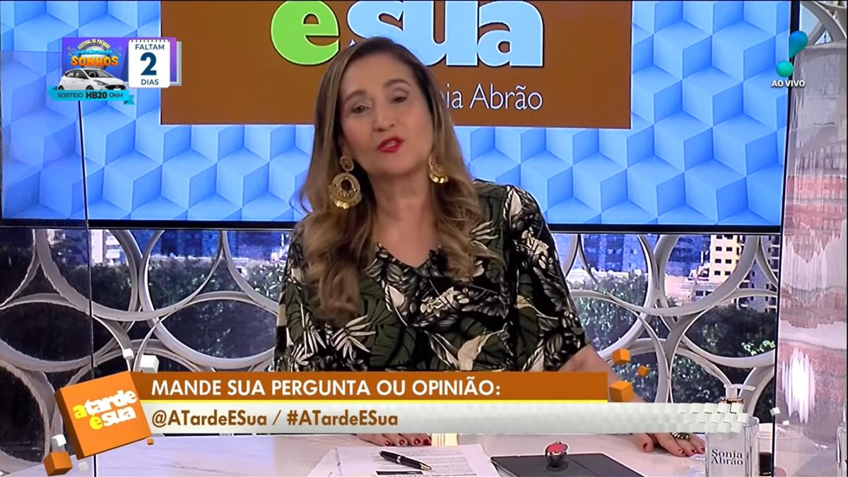 A apresentadora Sonia Abrão na RedeTV! (Foto: Divulgação)