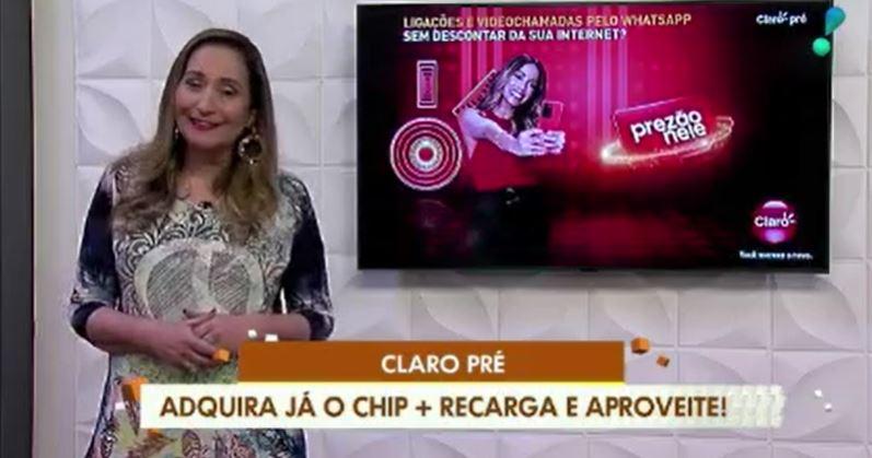 Anitta apareceu no programa de Sonia Abrão (Foto: Reprodução/RedeTV!)