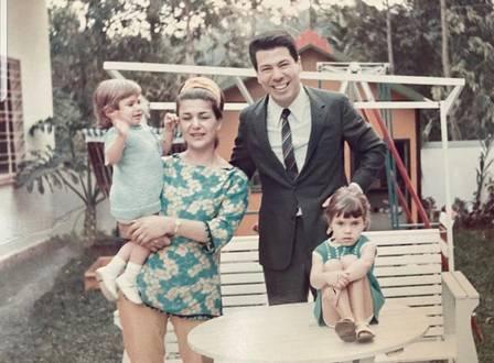 Silvio Santos aparece jovem ao lado de família (Reprodução: Instagram)