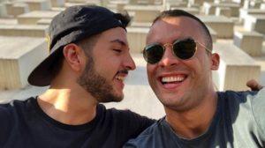 Matheus Ribeiro ao lado do ex-namorado (Foto: Reprodução)