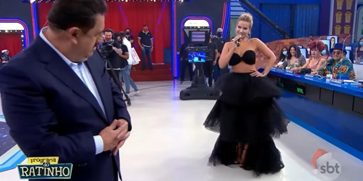 Ratinho pegou no pé de Lola Melnick por conta de look (Foto: Reprodução)