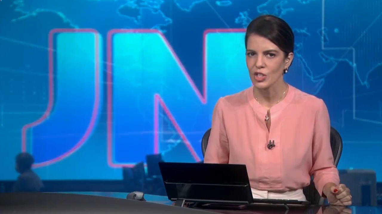 Mariana Gross no comando do Jornal Nacional desta sexta-feira (Foto: Divulgação)