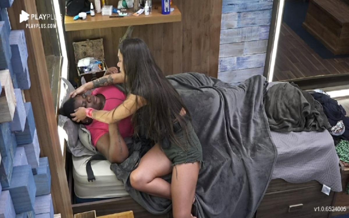 Jojo recebeu massagem de Stefani Bays em A Fazenda 12 (Foto: Divulgação)