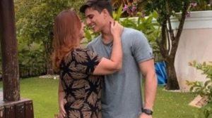 Tiago Ramos ao lado de Nadine Gonçalves, mãe de Neymar (Foto: Reprodução)