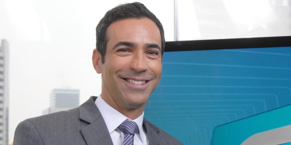 """Cesar Tralli nos bastidores do """"SP1"""" (Foto: Divulgação/TV Globo)"""