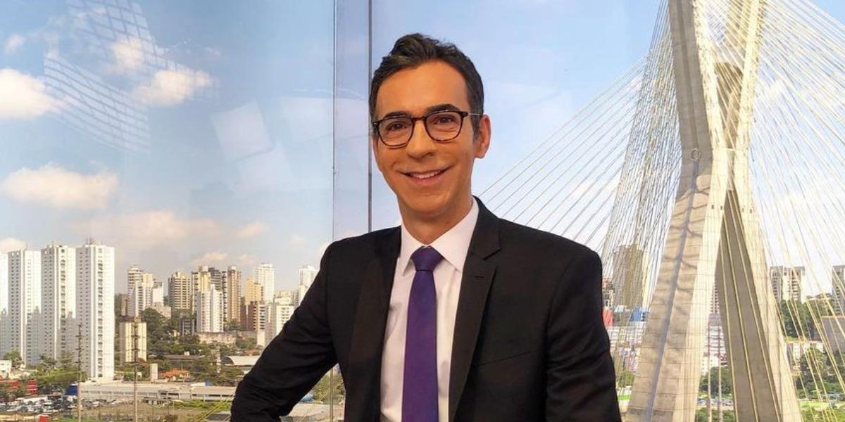 """Cesar Tralli na bancada do """"SP1"""" (Foto: Reprodução/Instagram)"""